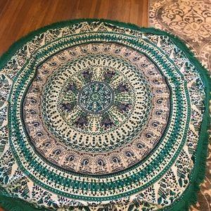 Round trendy tapestry